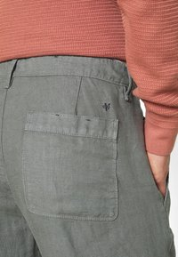 Marc O'Polo - TAPERED FIT PATCHED - Trousers - found fossil - 4