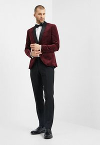 Isaac Dewhirst - FASHION PLAIN JACKET SLIM FIT - Blazer jacket - bordeaux - 1