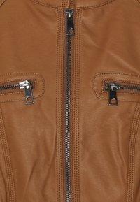 Vero Moda Tall - VMTEXAS SHORT COATED JACKET - Faux leather jacket - cognac - 2