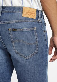 Lee - RIDER - Shorts di jeans - blue - 4