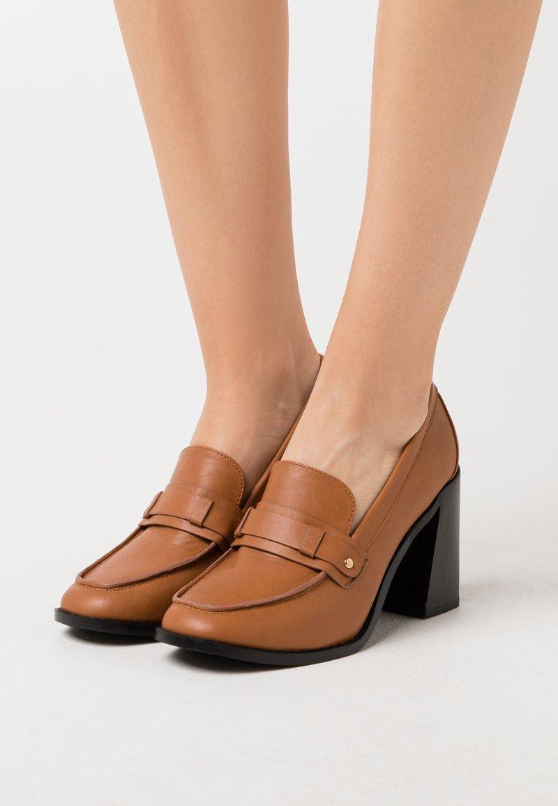 RAID - SKYLAH - Escarpins à talons hauts - brown