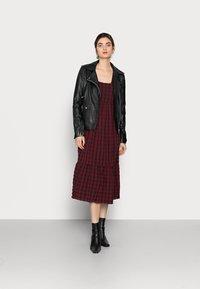 New Look Tall - CHECK SEERSUCKER SMOCK MIDI - Day dress - red pattern - 1