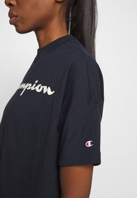 Champion - CROP LEGACY - Printtipaita - dark blue - 5