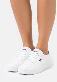 Tommy Jeans - BASKET  - Trainers - white - 0