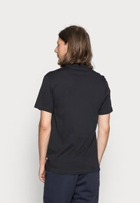Nike Sportswear - TEE JUST DO IT - Camiseta estampada - black/white - 2