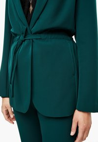 Triangle - MIT BINDEGÜRTEL - Short coat - emerald - 4