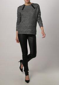 Oakwood - P ANDORA - Leather trousers - black - 1