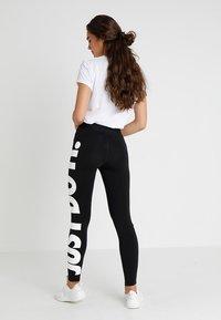 Nike Sportswear - LEGASEE - Leggings - Hosen - black/white - 2
