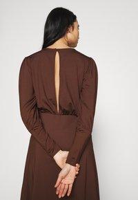 Vero Moda - VMNEXT CALF DRESS - Jumper dress - potting soil - 4