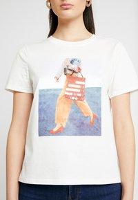 Vero Moda - VMFLANSA - Print T-shirt - snow white - 4