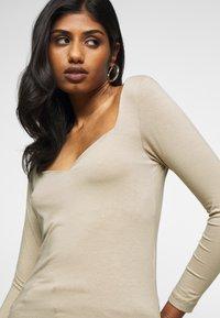 Vero Moda Petite - VMPANDA SWEETHEART - Long sleeved top - silver mink - 4