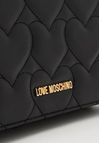 Love Moschino - HEART QUILTED CROSSBODY - Across body bag - nero - 4
