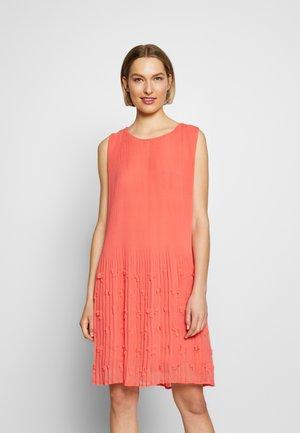PLISSE DRESSES - Cocktail dress / Party dress - sundowner