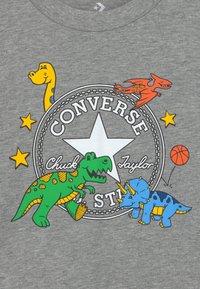 Converse - DINO TEE - T-shirt con stampa - dark grey heather - 2