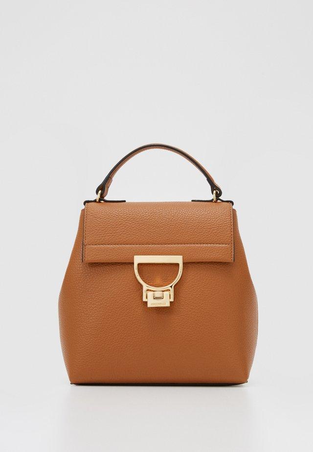 ARLETTIS - Håndtasker - caramel