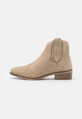 NEW LIFE - Cowboy/biker ankle boot - beige