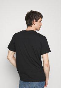 Calvin Klein Jeans - TONAL POCKET MONOGRAM TEE - Print T-shirt - black - 2