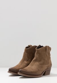 Felmini Wide Fit - WEST - Cowboy/biker ankle boot - momma - 4