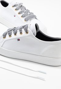 Tommy Hilfiger - ESSENTIAL NAUTICAL SNEAKER - Sneakers laag - white - 7