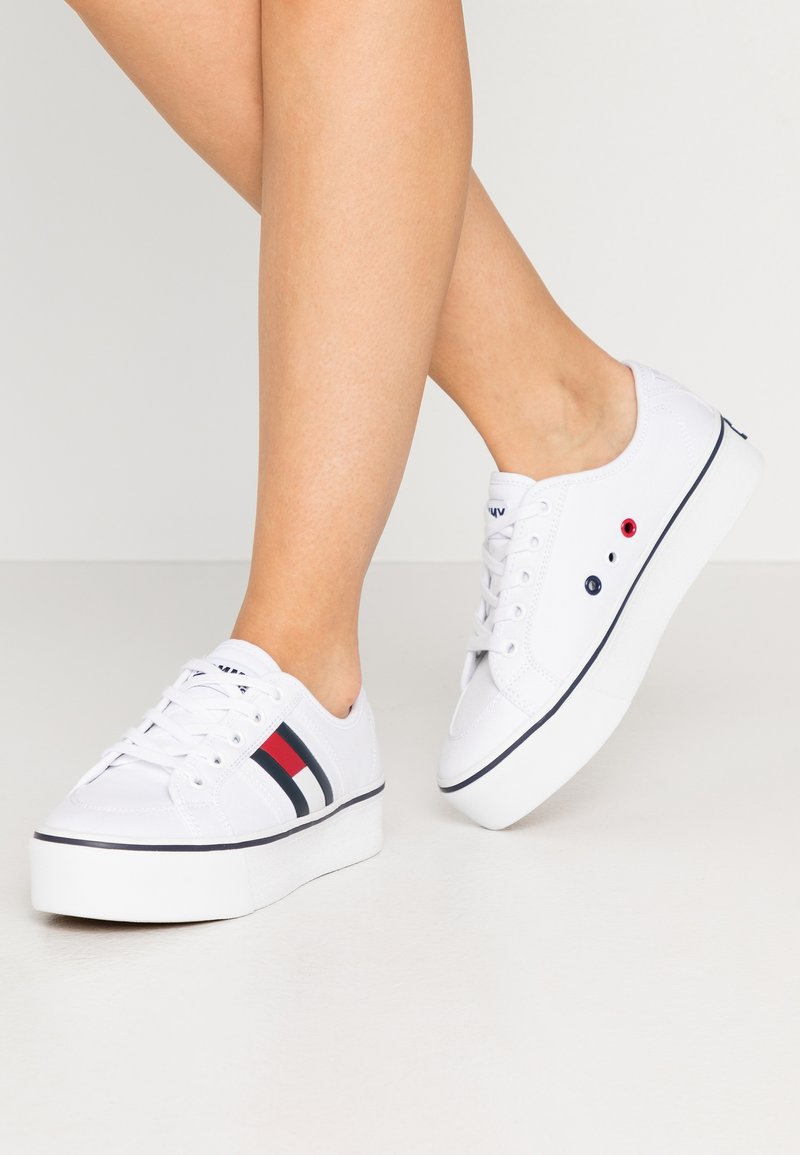 Tommy Jeans - FLATFORM FLAG  - Baskets basses - white