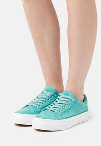Simply Be - WIDE FIT GISELLE - Sneakers basse - jade - 0