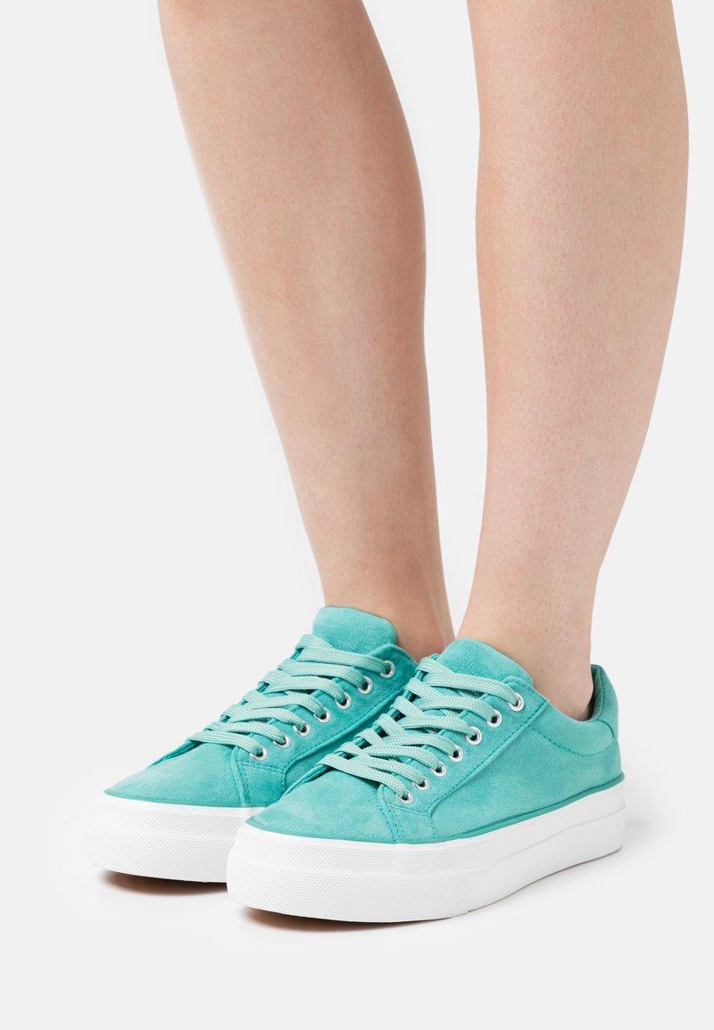 Simply Be - WIDE FIT GISELLE - Sneakers basse - jade