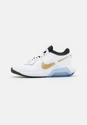 AIR ZOOM CROSSOVER UNISEX - Basketball shoes - white/metallic gold/black