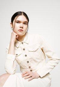 ONLY - ONLWESTA COLOR CROPPED JACKET - Denim jacket - whitecap gray - 3