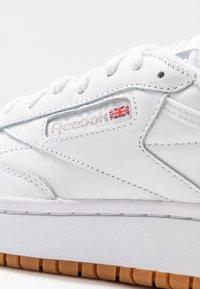 Reebok Classic - CLUB C DOUBLE - Sneakersy niskie - white - 2