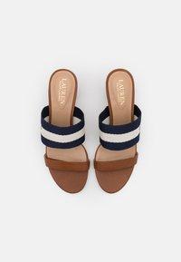 Lauren Ralph Lauren - WHITFIELD - Pantofle na podpatku - deep saddle tan/lau - 4