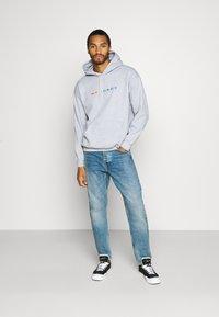 Mennace - PRIDE RAINBOW BLOCK LOGO HOODIE UNISEX  - Zip-up hoodie - grey - 1