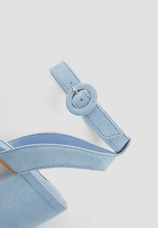 Najlepsza Oferta Obuwie damskie PULL&BEAR PASTELLBLAUE SANDALEN 11620540 Sandały z cholewką blue