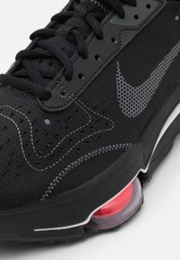 Nike Sportswear - AIR ZOOM TYPE UNISEX - Sneakers basse - black/dark grey/bright crimson/white