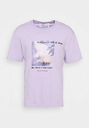 PATIENCE UNISEX - Printtipaita - lilac