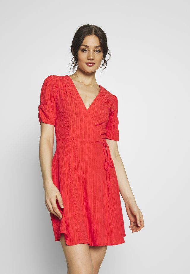 SHADY DAYS DRESS - Vapaa-ajan mekko - red