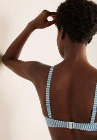 Boden - KYTHIRA  - Bikini top - blassblau gestreift - 3
