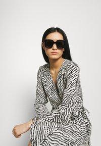 Gucci - Gafas de sol - black/grey - 0