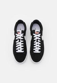 Nike Sportswear - BLAZER UNISEX - Tenisky - black/white - 5