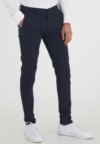 Tailored Originals - TOFREDERIC - Chino - ombre blu - 0