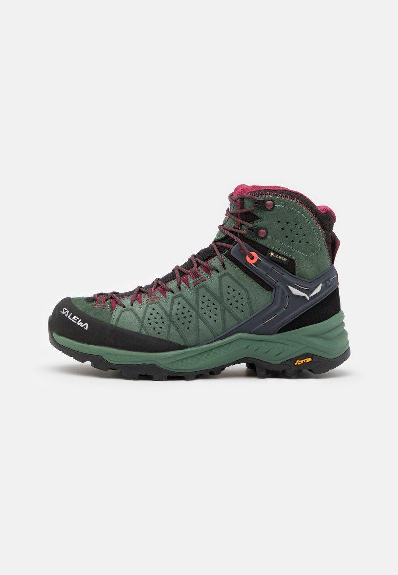 Salewa - ALP TRAINER 2 MID GTX - Zapatillas de senderismo - duck green/rhododendon