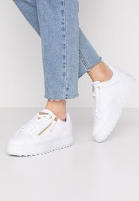 Guess - FIGGI - Sneakers - white - 0