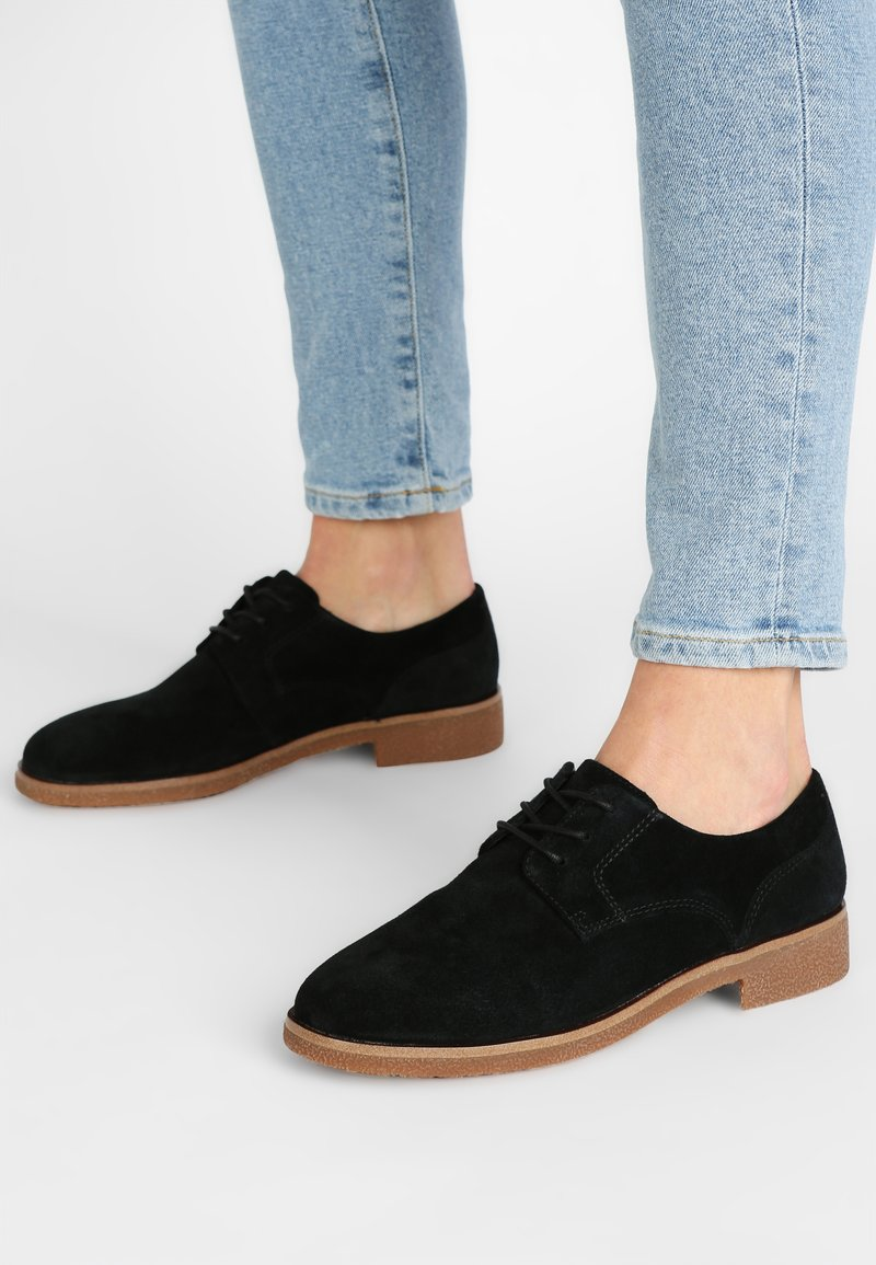 Clarks - GRIFFIN LANE - Veterschoenen - black