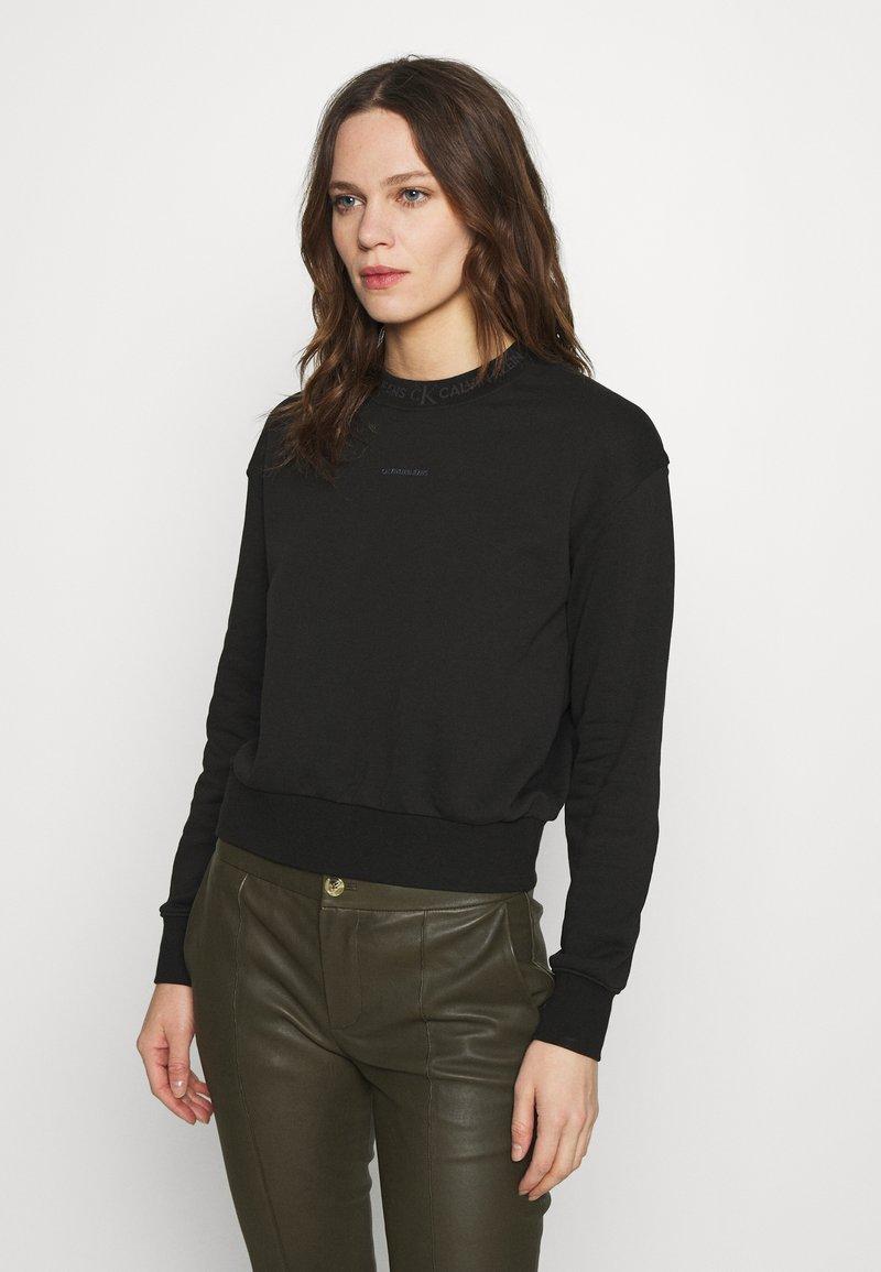 Calvin Klein Jeans - LOGO TRIM CREW NECK  - Sweatshirt - black