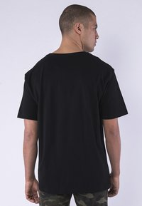 Cayler & Sons - CAYLER & SONS HERREN CSBL FOR LIFE SEMI BOX TEE - Print T-shirt - bk/pink - 1