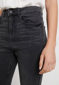 Pieces - PCNINA - Vaqueros pitillo - dark grey denim - 4