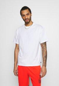 Nike SB - TEE ESSENTIALS UNISEX - T-shirt basique - white - 0