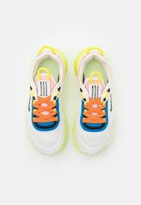 Nike Sportswear - LIVE UNISEX - Sneakers laag - sail/black/barely volt/grain - 3