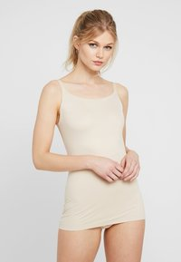 Maidenform - SHAPING CAMISOLE COVER YOURBASES - Shapewear - nude - 0
