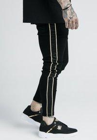 SIKSILK - DANI ALVES ROPE - Slim fit jeans - black - 4