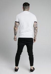 SIKSILK - DUAL CUFF TECH TEE - Print T-shirt - white/gold - 2
